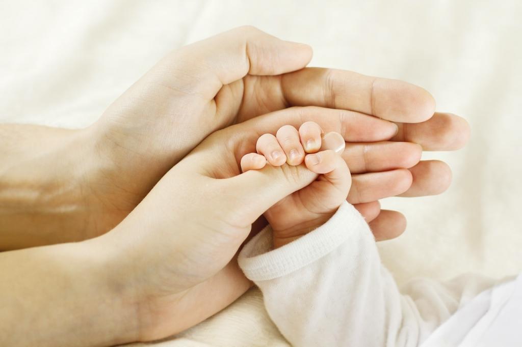 Afla cum trebuie sa ingrijesti unghiile bebelusului